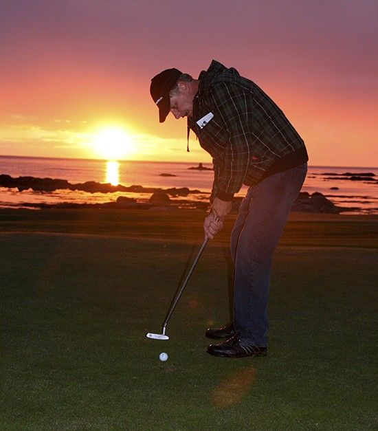 Golf på Gimsøya i midnattsol. Foto: Trond Schultz